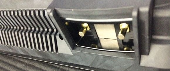 IHK-T32の電源ケーブルを挿し込む部分