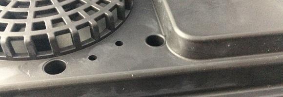 IHK-T32の裏面の材質