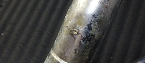 キッチンの水道パイプの穴が空いて水漏れする箇所