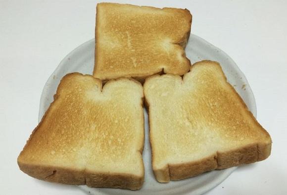 裏返してFVX-M3Aで再度200℃で2分焼いたパンの裏側の焼き色