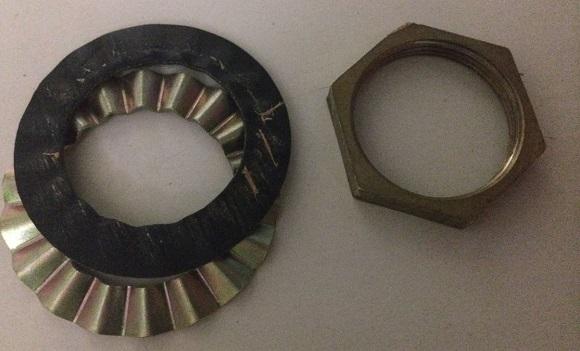 混合水栓を固定する六角ナット